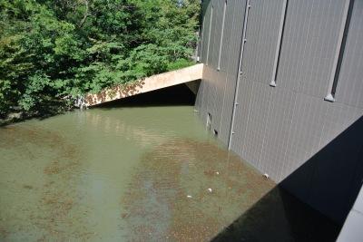 水没した川崎市市民ミュージアムの地下施設