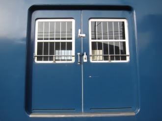 クモヤ145形の扉