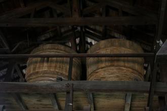 頭上に見える樽
