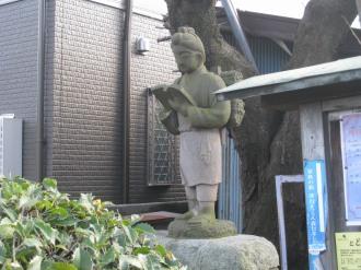 西明寺参道の二宮金次郎像
