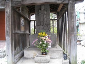 中原街道の庚申塔の石像