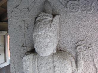 中原街道の庚申塔の像