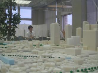 「なかはらっぱ」フリースペース付近の再開発地区模型