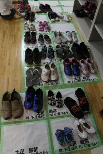 整列した靴