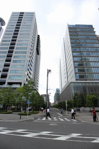 武蔵小杉新駅ロータリー側から見たリカザイ前の道路