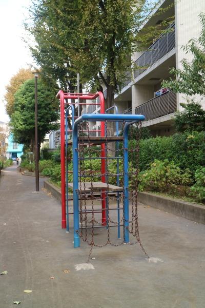 中丸子緑道の遊具
