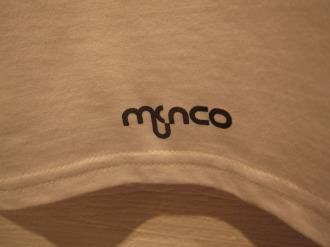 バックの「MUSACO」の文字