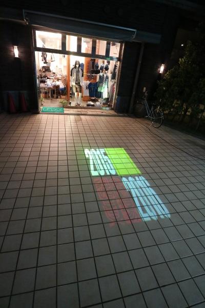 法政通り商店街の「ナクール」でのスライドファッションショー