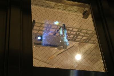 店舗から投影するプロジェクター