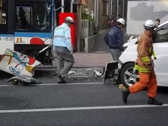 破損した川崎市バス