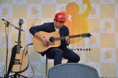 「こすぎ発!! 輝け!地元アーティスト」ライブステージの「Ryo Sean Okada」
