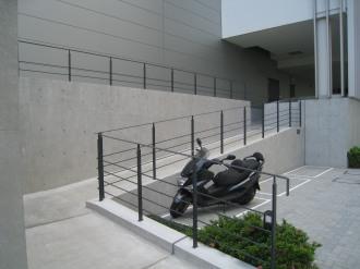 野村不動産武蔵小杉ビルN棟の駐輪場入口