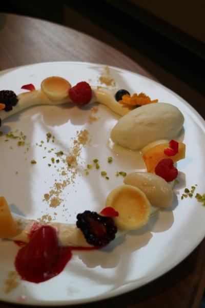 デセールチーズケーキ 季節のフルーツ添え