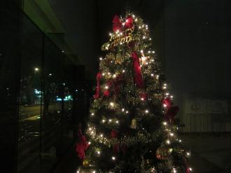1階ホールのクリスマスツリー