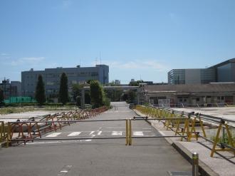 敷地中央の道路