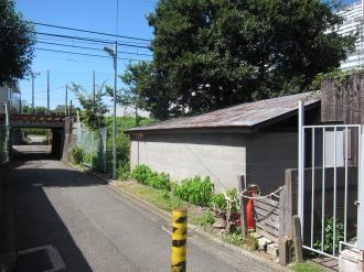 南武線とNEC玉川事業場の弓道場