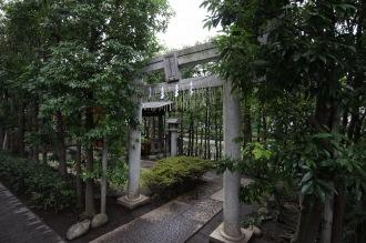 日電玉川稲荷神社の入口