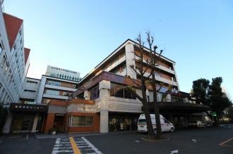 「中部小児急病センター」が入る日本医科大学武蔵小杉病院