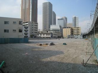 ナイスアーバン中丸子建設地と再開発ビル群