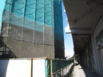 ブライトコートと新幹線の高架