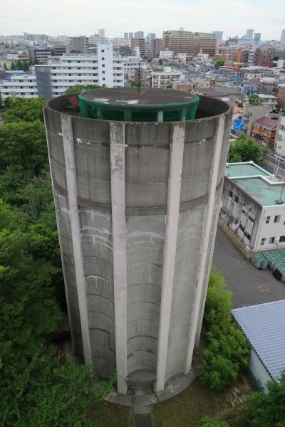 平間配水所の調圧塔