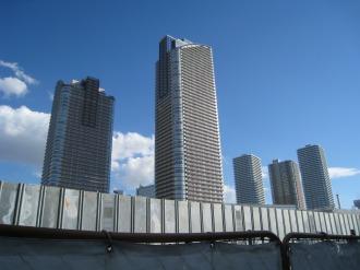武蔵小杉駅南口地区西街区から見る再開発ビル群