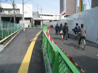 武蔵小杉駅南口地区西街区の歩道(北側)