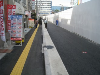 武蔵小杉駅南口地区西街区の歩道(西側)