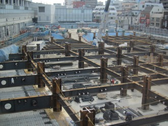 建設が進む武蔵小杉駅南口地区西街区の再開発ビル