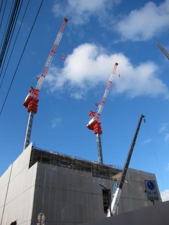 武蔵小杉駅南口地区西街区のタワークレーン