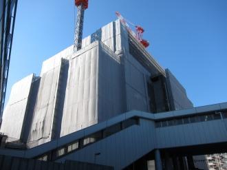 連絡通路と西街区の再開発ビル