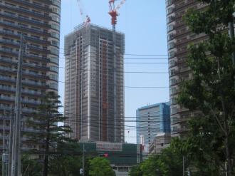 最上部まで到達したエクラスタワー武蔵小杉