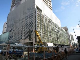 向かい側で建設が進むエクラスタワー武蔵小杉