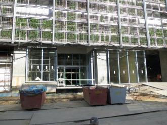 商業施設西側の出入口