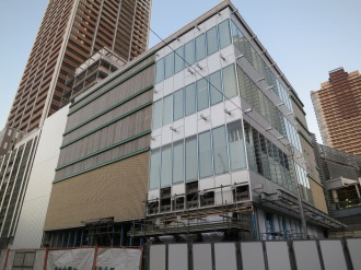 商業施設南側・アミューズメント棟のガラス張り