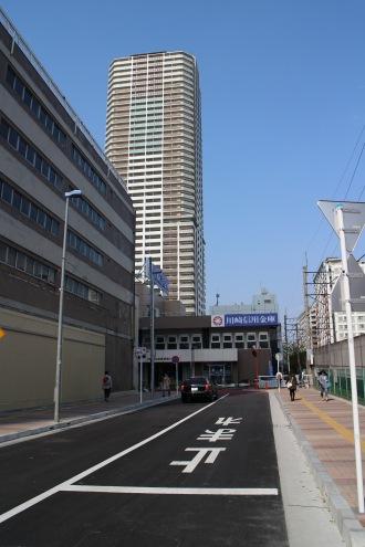旧マルエツ北側の都市計画道路と、今後延伸されるプラウドタワー方面