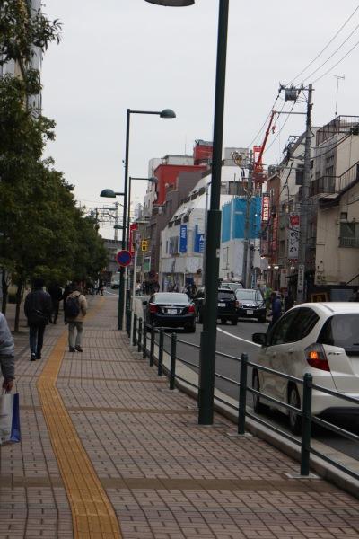 武蔵小杉東急スクエア前のガードパイプ設置