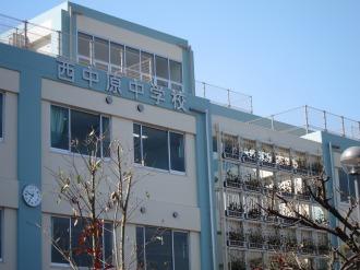 西中原中学校の壁面緑化