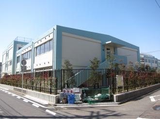 交差点から見た西中原中学校
