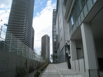 野村不動産武蔵小杉ビルと建設予定地の間
