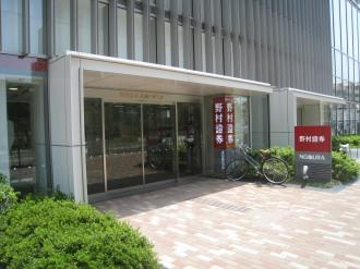 野村證券武蔵小杉支店の入口