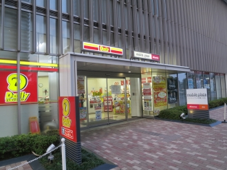 デイリーヤマザキとモバイルプラザの併設店舗(閉店前)