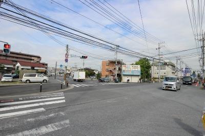 宮内新横浜線と府中街道が交わる「西下橋」の交差点