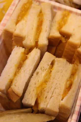 サンドイッチで…