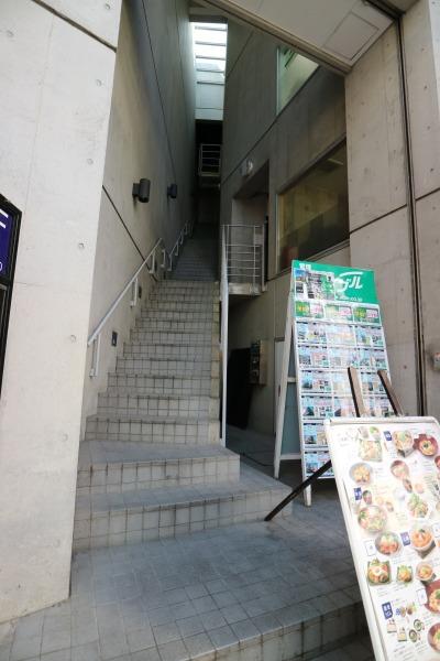 店舗2階への階段