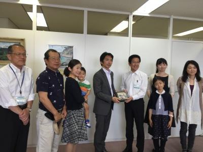 NPO法人小杉駅周辺エリアマネジメントによる中原区長への義援金贈呈
