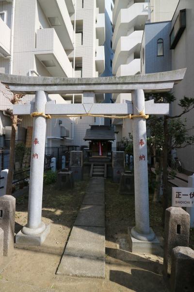 オズ通り商店街の稲荷神社