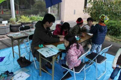 「なかはら子ども未来フェスタ」での紙飛行機作り