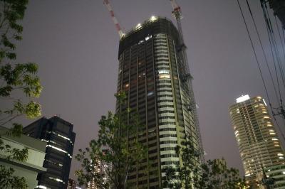 タワーズイーストと周辺のビル群