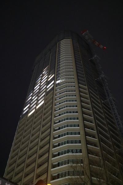 タワー直下から見たウインドウアート